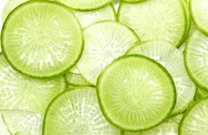 Редька зеленая нарезанная кружочками
