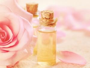 розовое масло в бутылочках