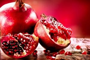 плоды граната целый и разломаный