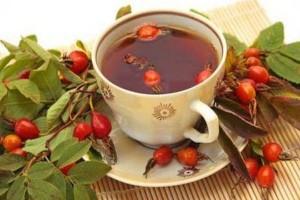 Чай из шиповника в чашке