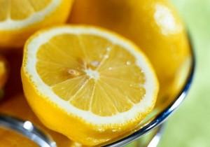 спелые лимоны крупный план