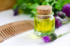 Репейное масло и соцветие репейника