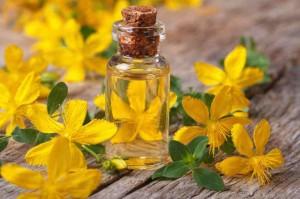 Масло и цветы зверобоя