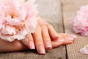Красивые руки цветы