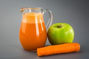 Яблочно-морковный сок для лица