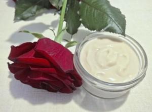 Крем с лепестками роз