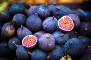 Плоды инжра фиолетово-синие